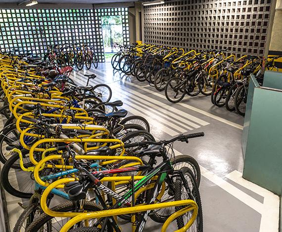 Bicicletário coberto e gratuito